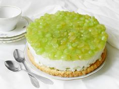 Refreshing green grapes add texture and color to traditional cheesecake in this delicious dessert recipe. Grape Pie Recipes, Fruit Recipes, Cheesecake Recipes, Dessert Recipes, Baked Pancakes, Green Grapes, Dessert For Dinner, Nutella, Delicious Desserts