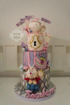 Alice in wonderland cake - white rabbit cake topper <3 - cake by Ceca79