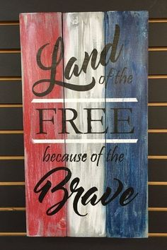 20 Patriotic Decoration Ideas: Where To Get From? Patriotic Crafts, July Crafts, Summer Crafts, Patriotic Party, Fourth Of July Decor, 4th Of July Decorations, July 4th, Church Decorations, Pallet Art
