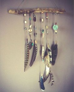 (diy inspo) Driftwood Feather Mobile by CinagroFarm on Etsy Feather Crafts, Feather Art, Dreamcatchers, Suncatchers, Diy Wanddekorationen, Feather Mobile, Arts And Crafts, Diy Crafts, Decor Crafts