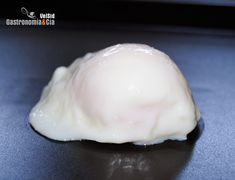 How to make a poached egg in the microwave - Hard Boiled Eggs Microwave Recipes, Cooking Recipes, Eggs In Oven, Chicken Breakfast Recipes, How To Make A Poached Egg, Boiled Eggs, Hard Boiled, Poached Eggs, Sin Gluten
