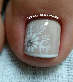 Ideias e Inspiração de Unhas dos pés decoradas, as melhores fotos Pretty Toe Nails, Cute Toe Nails, Aycrlic Nails, Feet Nails, Bling Nails, Toe Nail Color, Toe Nail Art, Nail Colors, Feet Nail Design