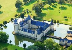 Chateau du Plessis-Bourre - Loire - tours, beautifully kept, lots of history. The moat and blue roof. Architecture France, Amazing Architecture, Monuments, Blue Roof, Natural Structures, French Chateau, French Cottage, Old Buildings, French Country Decorating