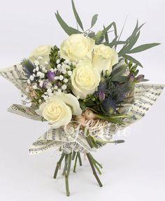 Trandafiri desăvârșiți Floral Wreath, Victorian, Wreaths, Table Decorations, Home Decor, Room Decor, Garlands, Home Interior Design, Decoration Home