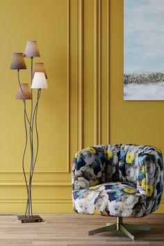 €149 | Flexible Berry Cinque vloerlamp, trendy verlichting uit de collectie van Kare Design. De eigenzinnige lampen van dit unieke woonmerk zijn echte blikvangers en geven uw interieur nog meer sfeer! Afmeting: (hxbxd) 163x40x35 cm. Mocca, Kare Design, Ceiling Lights, Lighting, Surfer, Parfait, Home Decor, Products, Color Temperature