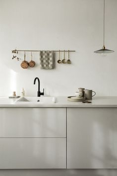 Wijzinkees / spring moods / Simple minimalist grey kitchen design