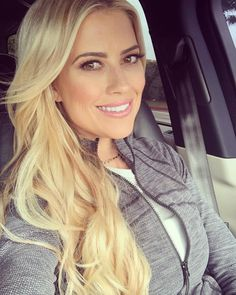 HGTV's Christina Anstead Does One Intense Workout to Stay in Shape Christina Moussa, Step Workout, Workout Diet, Dark Eye Makeup, Makeup Looks For Green Eyes, Wedding Hairstyles Tutorial, Intense Workout, Stay In Shape, Cut And Style