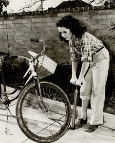 Elizabeth Taylor (1932-2011). Fotografia di Peter Stackpole (1913-1997), 1944