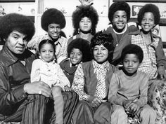 Daddy Joe Jackson, Jermaine, Janet, Rebbie, Michael, Tito, Katherine Jackson, Randy, Marlon. Missing Is Latoya & Jackie.