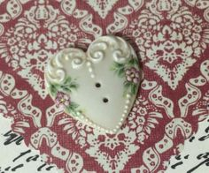 beautiful Victorian heart button ike buttons? come join our facebook group Button Button Who's Got The Button https://www.facebook.com/groups/whosgotbuttons/