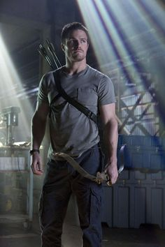 Shirtless Pull-Ups and More Reasons That Arrow Is TV's Sexiest Show