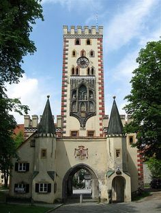 Bayertor - beautiful medieval gate, 118 feet high - Landsberg am Lech - Germany - by Rufus46