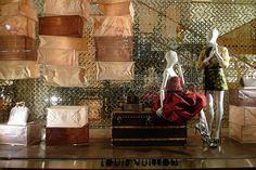 Vitrines Louis Vuitton - Londres, novembre 2010 by JournalDesVitrines.com, via Flickr