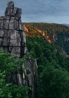Nicht minder spektakulär: der Hexentanzplatz im Harz, auf dem unter anderem eines der ältesten Naturtheater Deutschlands zu finden ist.