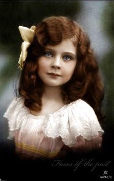 Beautiful vintage child. I wonder who she was...