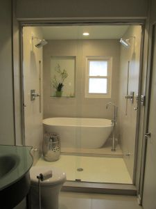 Master Bathroom Tub With Steps 42 Ideas For 2020 Small Bathroom With Tub, Bathroom Tub Shower, Bathtub Shower Combo, Bathroom Renos, Master Bathroom, Wet Room With Bath, Vanity Bathroom, Bathroom Closet, Budget Bathroom