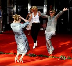 Meryl Streep, Agnetha Fältskog and Anni-Frid Lyngstad Mamma Mia, Merryl Streep, Best Of Abba, Abba Mania, Red Carpet Party, Diane Keaton, Lets Dance, Mother And Father, Popular Music