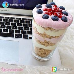 repost via @instarepost20 from @pilotmadeleine – FLUFFY QUARK GRANOLA PARFAIT 🙊🍧💞 The different layers consist of: 1⃣ Crunchy oats – 2⃣ Quark cream (consisting of light yogurt and sweetener as...