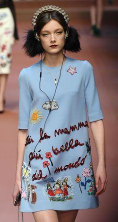 Una modelo presenta una creación de la colección Otoño/Invierno 2015/16 de la marca Dolce & Gabbana, durante la Semana de la Moda de Milán, Italia. Foto: Foto: Xinhua/ANSAD/Daniel Dal Zennaro/ZUMAPRESS