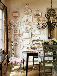 Transferware collection in Lisa Luby Ryan's English cottage-style Dallas home. Muebles Shabby Chic, Shabby Chic Decor, Hanging Plates, Plates On Wall, Plate Wall Decor, French Decor, French Country Decorating, Plate Display, China Display