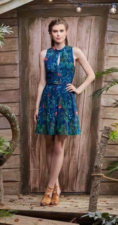 Vestido Flores de Água Dresses For Work, Summer Dresses, Dinner Dresses, Short Sleeve Dresses, Dresses With Sleeves, Fashion Moda, Casual, Internet, Crepes