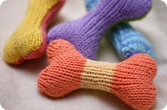 Knitted doggy bone pattern