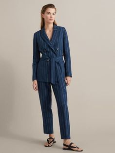 Spring Summer 2019 ´s LOOK 1 at Massimo Dutti for - Effortless elegance! Pinstripe Suit Women, Suits For Women, Clothes For Women, Fit Women, Blazers, Blazer Outfits For Women, Short Sleeve Collared Shirts, Winter Mode, Cotton Blazer
