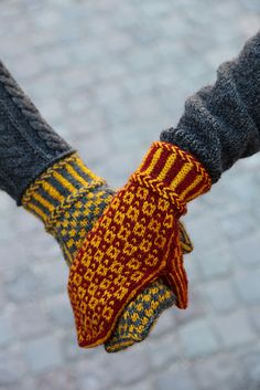 Ravelry: Wisby mittens pattern by Pia Kammeborn