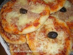 mini pizzas tuna mozzarella mini pizzas tuna mozzarella, selem / hello, a small … Pizza Kebab, Tuna Pizza, Pizza Buns, Mozzarella, Sauce Tomate Pizza, Sweet Pizza, Mini Croissants, Mini Hamburgers, Minis