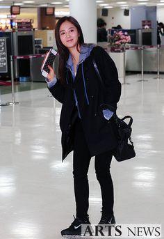 http://okpopgirls.rebzombie.com/wp-content/uploads/2013/02/SNSD-Yuri-airport-fashion-feb-4-03.jpg