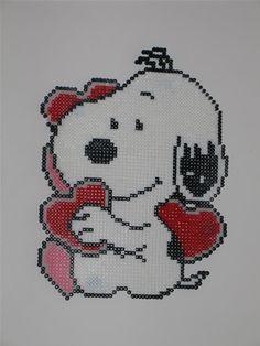 Snoopy / Hama perler beads / Bügelperlen http://www.creactivites.com/229-perles-a-repasser