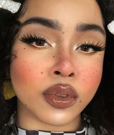 10 Inspo Makeup Looks To Step Up Your Makeup Game Who doesn't want to try out some new makeup looks? Exploring with makeup is one of the enjoyable things a girl can do, so have fun with these! Makeup Goals, Makeup Inspo, Makeup Art, Makeup Inspiration, Makeup Tips, Makeup Ideas, 90s Makeup, Makeup Products, Beauty Make-up