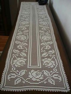 Crochet Table Runner Pattern, Filet Crochet Charts, Fillet Crochet, Doilies, Table Runners, Crochet Projects, Needlework, Knit Crochet, Crochet Patterns