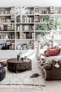 snygg platsbyggd bokhylla