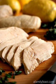 How to make the most tender and juicy Perfect Poached Chicken! So simple and so delicious! Eat More Chicken, Chicken Feed, How To Cook Chicken, Wine Recipes, Cooking Recipes, Cooking Tips, Poached Chicken, Recipe For Mom, Pinterest Recipes