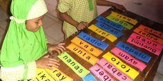 Edupost.id – Kadang guru kesulitan mengajarkan siswa agar bisa membaca dengan lancar. Ada cara efektif mengajarkan siswa agar bisa cepat membaca melalui permainan kartu seperti yang disampaikan Guru…