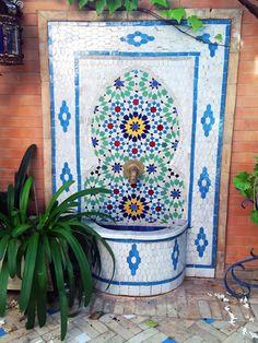 Mosaic Garden, Mosaic Art, Mexican Garden, Apartment Balcony Garden, Pergola, Outdoor Living Rooms, Corner Garden, Outdoor Tiles, Water Walls