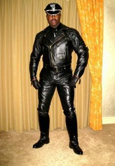 The ultimate! Full leather uniform: padded Columbia jacket with Competition breeches. Add the gloves, Muir Cap with Dehner Balance Patrol boots and you're away! - Langlitz Leathers.