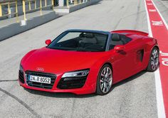 10+  Audi R8 Spyder Safety Pictures