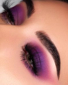 Purple eyeshadpw eye makeup Such a Gem Palette Shy Girl Lashes (Code NESSA) Stellar Mascara (Code NESSA) Brow Wiz in Dark Brown Clear Brow Gel Loose Highlighter in So Hollywood Summer Eye Makeup, Purple Eye Makeup, Makeup Eye Looks, Colorful Eye Makeup, Eye Makeup Tips, Smokey Eye Makeup, Cute Makeup, Purple Smokey Eye, Makeup Inspo