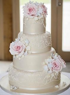Love the rounded edges of the cake