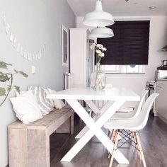 DIY Wood pallet bench kitchen nordic dining white Eames chair DSW DIY wooden pallet bench kitchen No White Eames Chair, White Chairs, Studio Apartment Decorating, Small Condo Decorating, Dining Room Design, Design Kitchen, Small Rooms, Small Spaces, Apartment Living