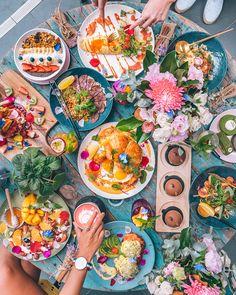 Food party with friends. (Photo via IG: paulpayasalad)