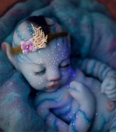 In light of the 10 year anniversary of Avatar and with all the talk about the sequel, we thought we'd revisit the Na'vi babies. Many are familiar with the Reborn type dolls. We don't cover them here but we do discuss Silicon Avatar Baby Doll and more. Avatar 2 Film, Avatar Foto, Baby Girl Dolls, Reborn Baby Dolls, Boy Doll, Baby Boy, Avatar Baby Doll, Avatar Babies, Silikon Baby