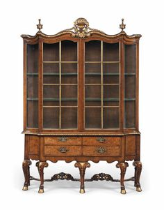 A WALNUT AND PARCEL-GILT DISPLAY CABINET OF QUEEN ANNE STYLE, MID 20TH CENTURY