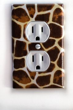Giraffe Animal Print Outlet Plate ($8)