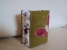 Ecobag. Bolsa que vira carteira. Visite o blog www.saldaterrapatchwork.blogspot.com face Renata Deichsel