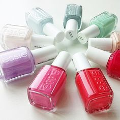 No matter which way you spin it, you can't go wrong with your weekend mani.