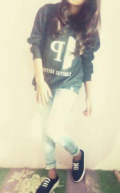 💎 Miss Bushra Kakar💎 Stylish Girl Pic, Cute Girl Photo, Girl Photo Poses, Teenage Girl Photography, Girl Photography Poses, Gym Photos, Simple Pakistani Dresses, Girl Hiding Face, Indian Girls Images