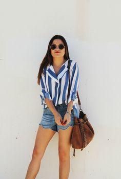 striped shirt, denim shorts #summer #outfit More on: http://www.littleblackcoconut.com/2016/06/blog-de-moda-summer-stripes.html